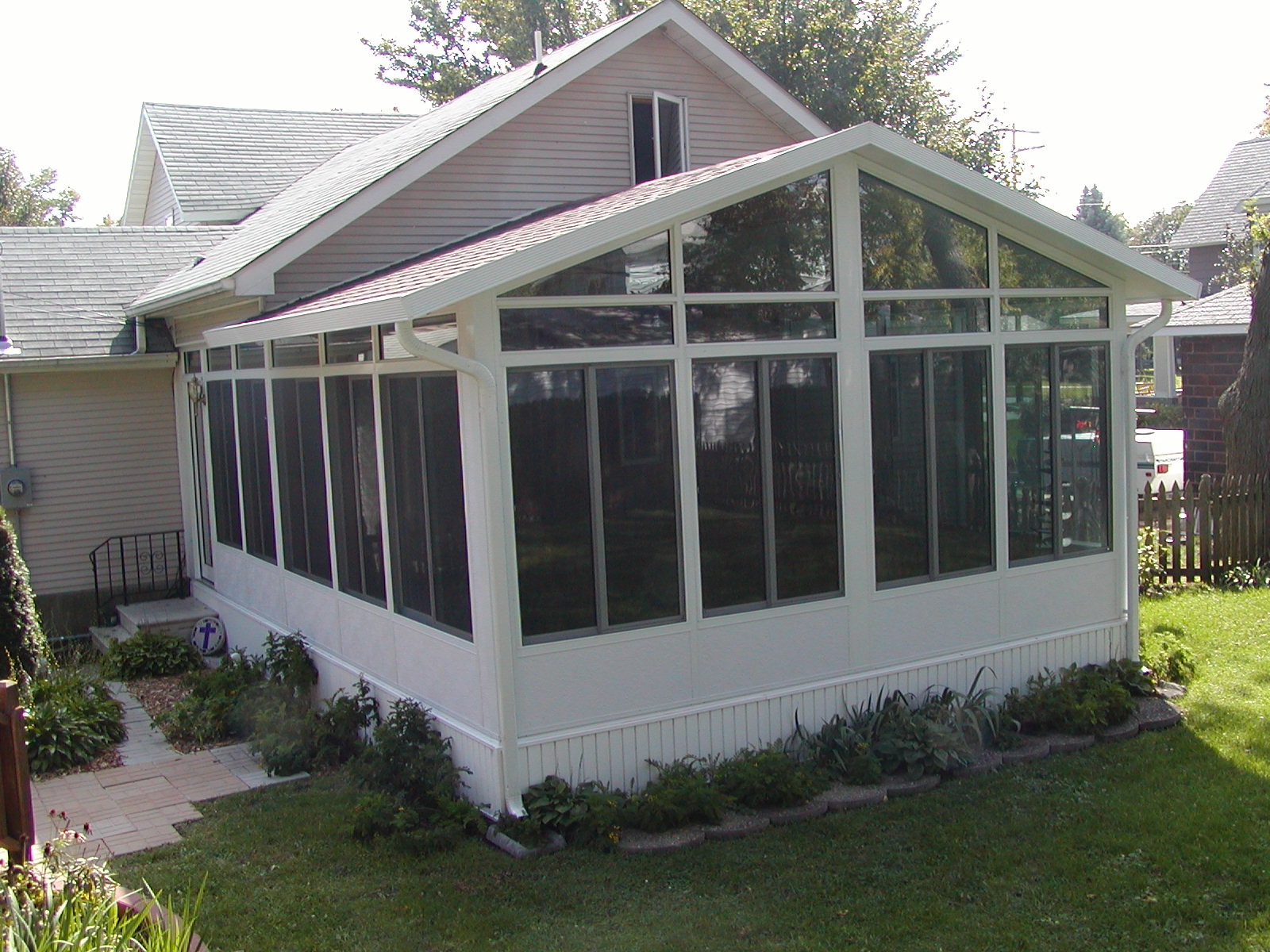 Home town restyling three and four season sunroom gallery for 4 season sunrooms